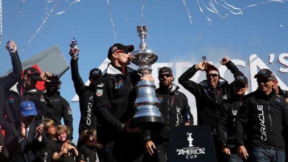 Vela. Oracle Team USA alza al cielo la 34^ America's Cup