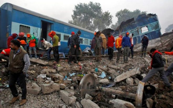 India, disastro ferroviario, 142 morti