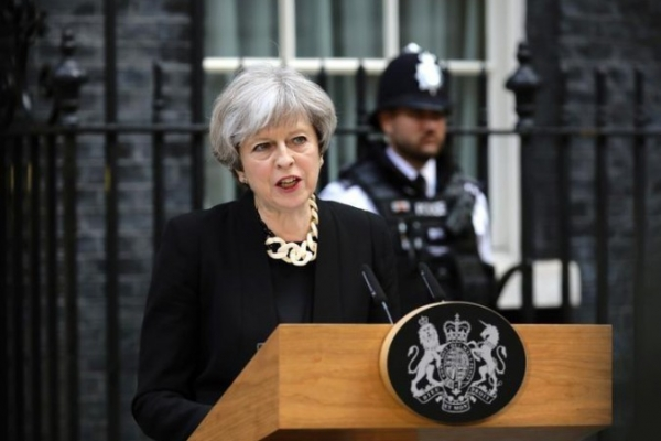 Gb: la May tra incendio e Brexit rischia la sfiducia