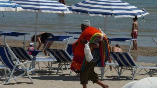 Ostia. Fingeva di essere un ambulante, ma vendeva droga. Arrestato