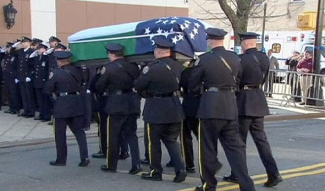 A New York i funerali dell'agente Ramos